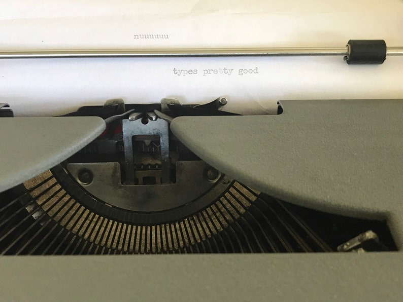 Vintage Royal Quiet De Luxe Manual Typewriter 1940/'s Royal Quite DeLuxe Mechanical Typewriter With Case Clean Working Condition