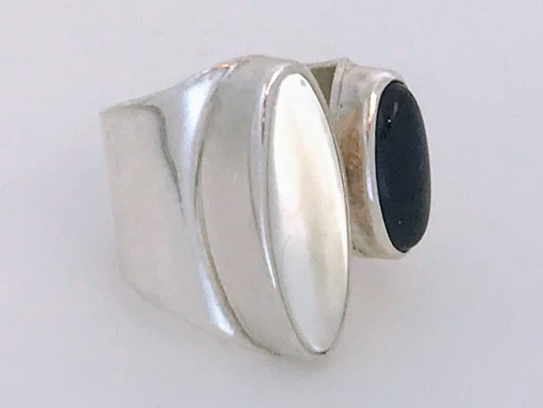 Chunky 925 Silver Onyx MOP Ring Big Silver Split Dome Statement Ring Mexico Modernist Sterling Silver Onyx Mother Of Pearl Ring Band