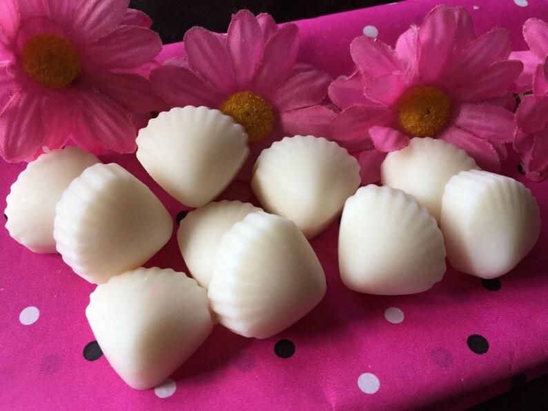 Blue Hawaiian ~ 100/% Soy Wax Melts ~ 10 Seashell Flower or Cupcake Shaped Melts ~ Strong Scents ~ Vegan