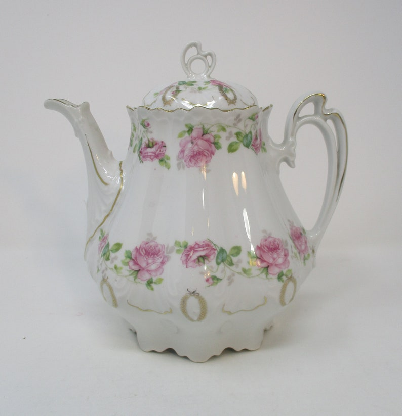 M  Z  Austria Teapot, Roses and Gold Wreaths