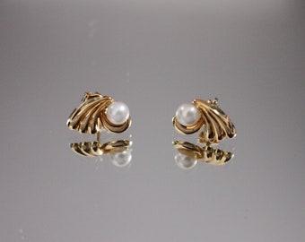 63dfda083c6 Boucles d oreilles en or jaune 18 carats et perles de culture d eau douce