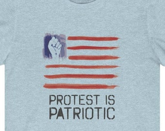Details about  /I Put The Riot In Patriotic Womens Dark Grey Short Sleeve T-Shirt