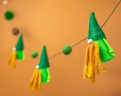 St Patricks day gnome banner - Irish garland decorations for a tree with felt and yarn pom poms, rattan balls and wood beads