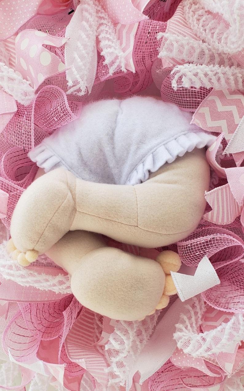 Girl Gift Pink Wreath Baby Nursery Butt Door Hanger It/'s a Girl