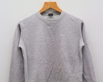 428faa069acce8 Vintage NIKE Small Logo Sportswear Gray Pullover Sweater Sweatshirt Size M