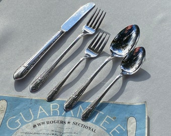 34 Pieces w OG Box Very Good Condition 1939 Vintage Wm Rogers  International Silver Flatware Silver Plated IMPERIAL