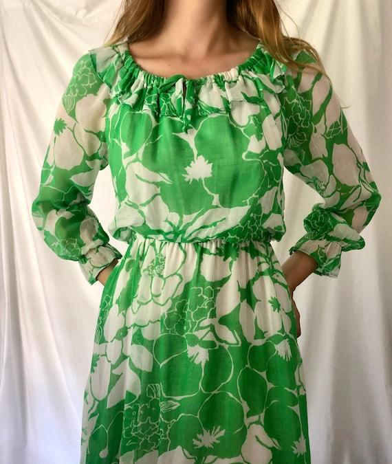 70s Green Floral Print Dress | Ruffle Collar & Po… - image 4