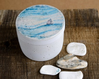 Small concrete can with lid - round - wind-and-sea motif - vintage style - shabby chic - concrete - gift - DR003 small boat