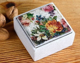 Concrete can with lid - square - floral pattern - vintage style - shabby chic - antique style - concrete - gift - D0016 Flowers