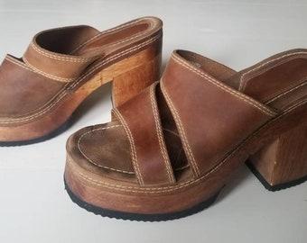 80e3e9bcfd4 Vintage 90s Candie s Brown Chunky Heel Platform Leather Sandals   Grunge  Platform Clogs (8M)