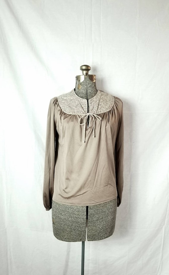 Vintage 60s  70s Route One Petite Miss Polyester Taupe Top w Tie Cotton Floral Collar Panel and Elastic Cuff Sleeves