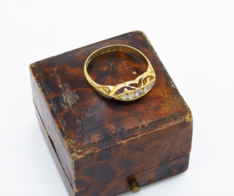 Chester Antique 18ct yellow gold five paste stone Boat Ring