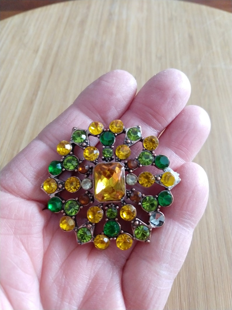 Vintage brooch large round pin stunning brooch with green yellow gold faux gems costume jewelry hat pin scarf pin