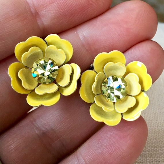 Stunning Vintage enameled red green rose pedal metal earrings mod madmen gold tone clip on ons tulips floral flower rose roses