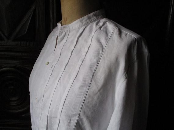 White fine cotton Victorian shirt. Costume. Victor