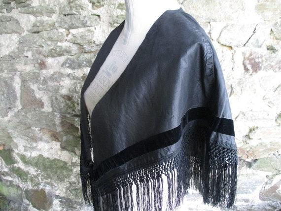 Black silk Victorian capelet. Victorian costume. S