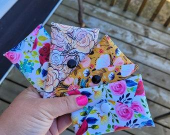 Varied pattern card holder
