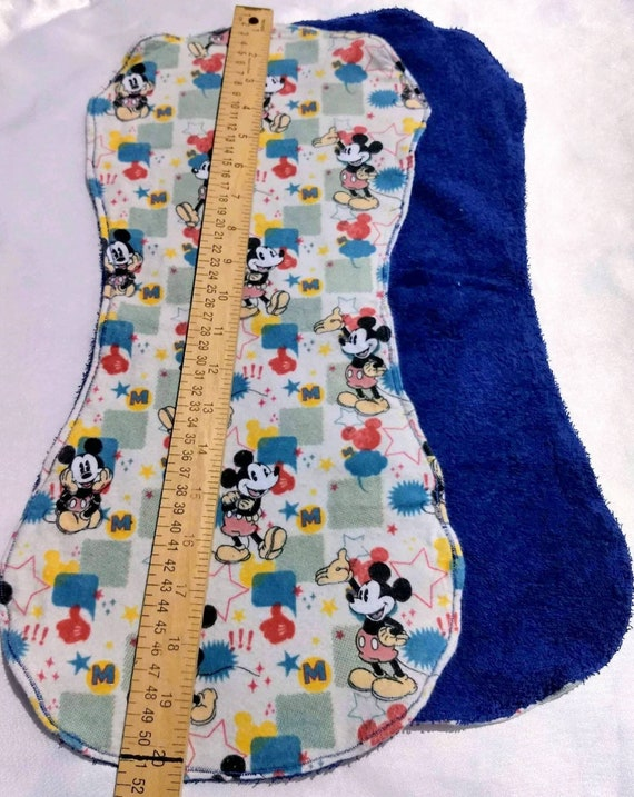 Mickey Posing Personalized Baby Infant Toddler Blanket /& Bib Set