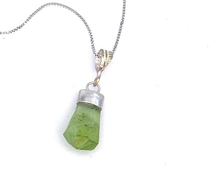 Dainty Peridot crystal necklace Sterling silver snake chain Peridot crystal jewelry Healing crystals Peridot necklace Peridot jewelry