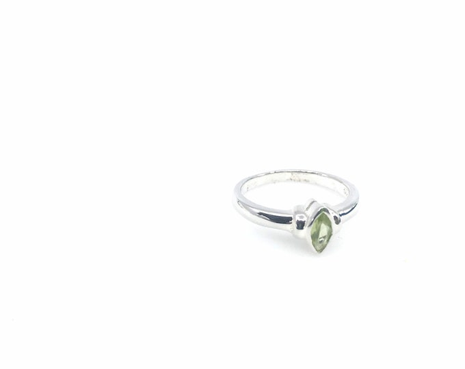 Dainty Peridot size 6 crystal ring fine jewelry sterling silver peridot crystal peridot meaning birthstone ring,engagement ring,green stone.