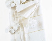 Moroccan Pom Pom blanket and throw cotton blanket Bohemian blanket Berber blanket Hand woven Handmade blanket Bedspread Bed cover