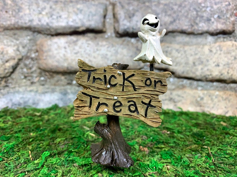 Dollhouse Halloween Fairy Garden Miniature Trick or Treat Sign