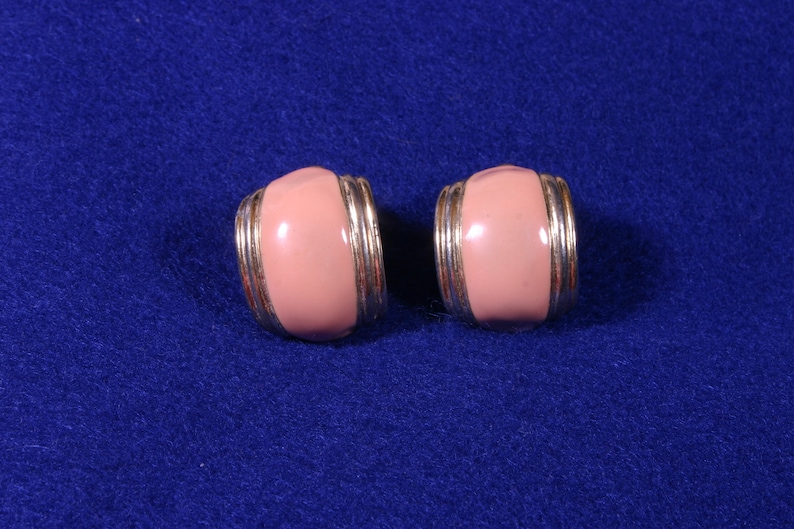 Vintage PeachCoral /& Gold Clip On Earrings