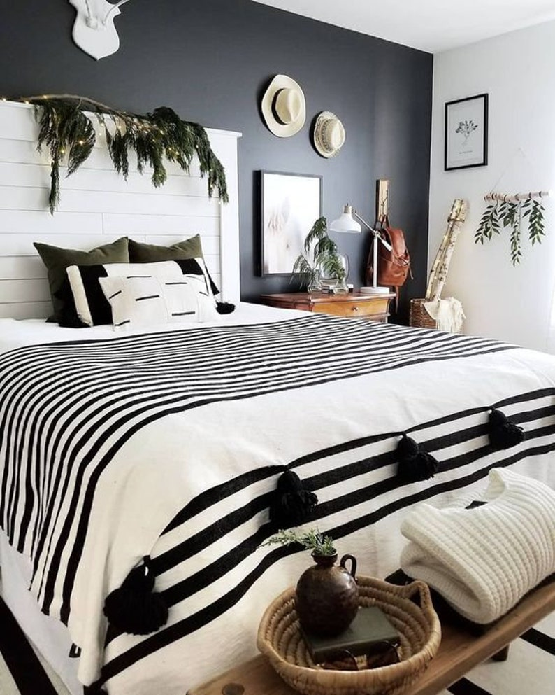 White and Black blankethandwoven throwtassel blankets Pom image 0