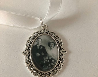 Memory remembrance bouquet charm, locket, brooch personalised with any photo. Oval shape keepsake with ribbon. Wedding flower Bride Ideas