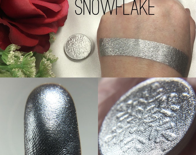 SE Sterling Snowflake Pressed Pigment/Eyeshadow, silver eyeshadow, pressed eyeshadow, vegan cosmetics, magnetic, cruelty free make up,