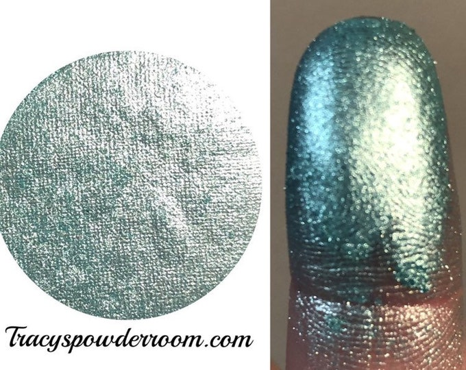 AQUA DREAM PRESSED Pigment/Eyeshadow - Metallic Pigment - Eyeshadow Product - Easy Remove Product - Cosmetic Accessories
