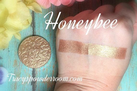 Honeybee Pressed pigment, eyeshadow, Highlighter, brown, vegan, cruelty free, magnetic