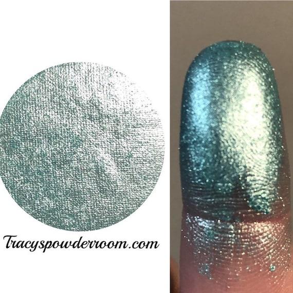 AQUA DREAM PRESSED Pigment/Eyeshadow - Metallic Pigment - Eyeshadow Product - Easy Remove Product - Cosmetic Accessories