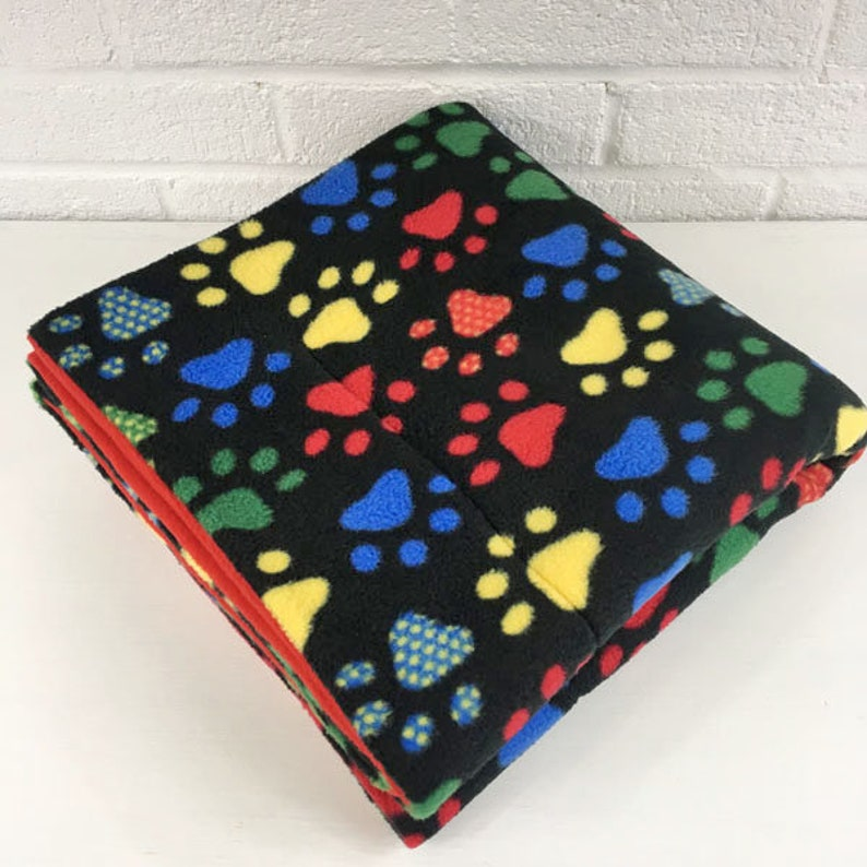 Midwest Fleece Cage Liner, Bright Dotted Paw Prints on Black | Guinea Pig,  Rabbit, Hedgehog | Absorbent Layer | Piggy Blanket | Cozy & Clean