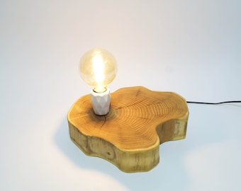 Lamp made of robinia, bulb included