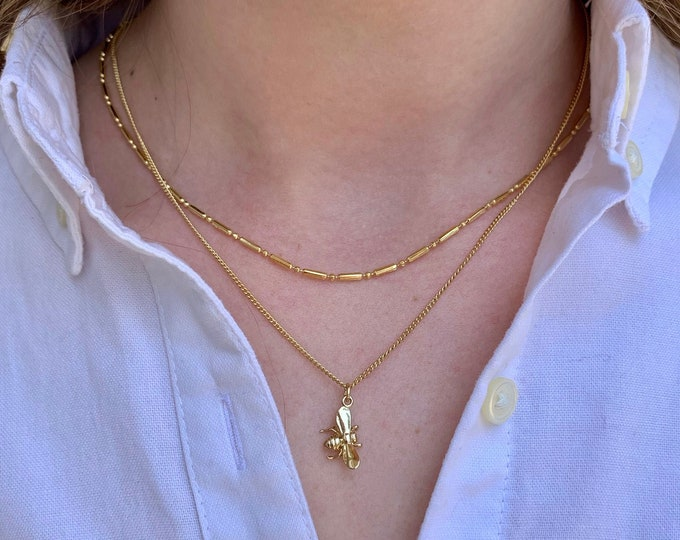 Bumble bee necklace, bumblebee charm, gold necklace, layering necklace, everyday necklace, bee jewelry, Graduation gift, Gift for mom