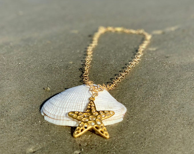 Starfish necklace, Starfish pendant, beach jewelry, gold chain, statement necklace, gold starfish, beach jewelry, layering necklace