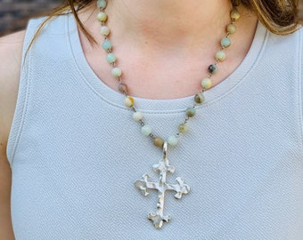 Rosary gemstone chain with hammered silver cross, faith jewelry, Graduation gift, Christian Jewelry, Gift for Mom, Cross Necklace