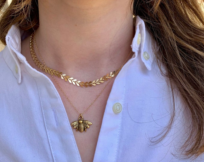 Bumble bee necklace, bumblebee charm, gold necklace, layering necklace, everyday necklace, bee jewelry, graduation gift, bumblebee