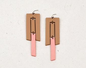 Playful, unique, geometric, long polymer clay earring in spruce yellow/peach pink // Collection: Evolution