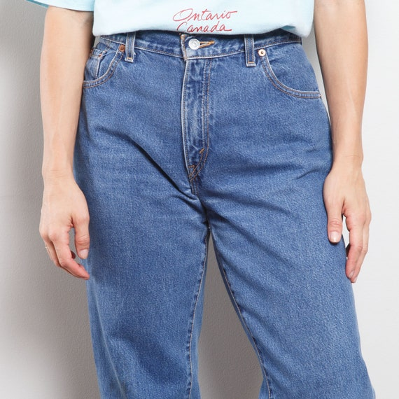 550 Dark Wash Levi's Jeans - image 4