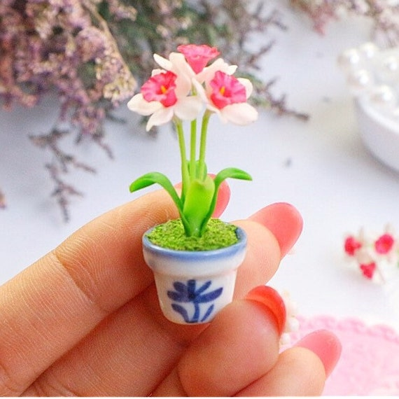 Miniature Dollhouse FAIRY GARDEN Accessories ~ Pink Daffodils w Blue /& White Pot
