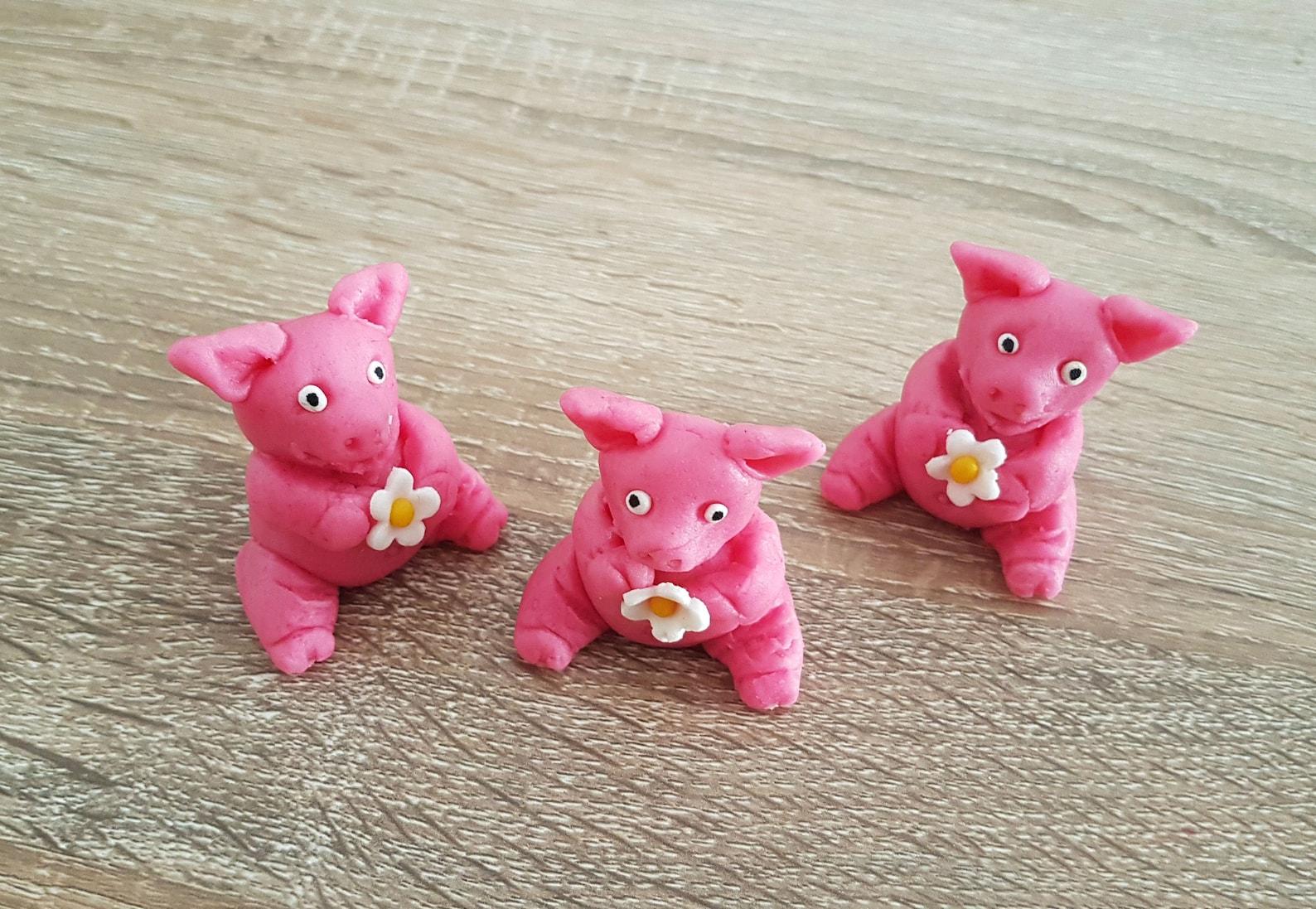 3 Marzipan pigs, Marzipan animal, edible marzipan cake topper