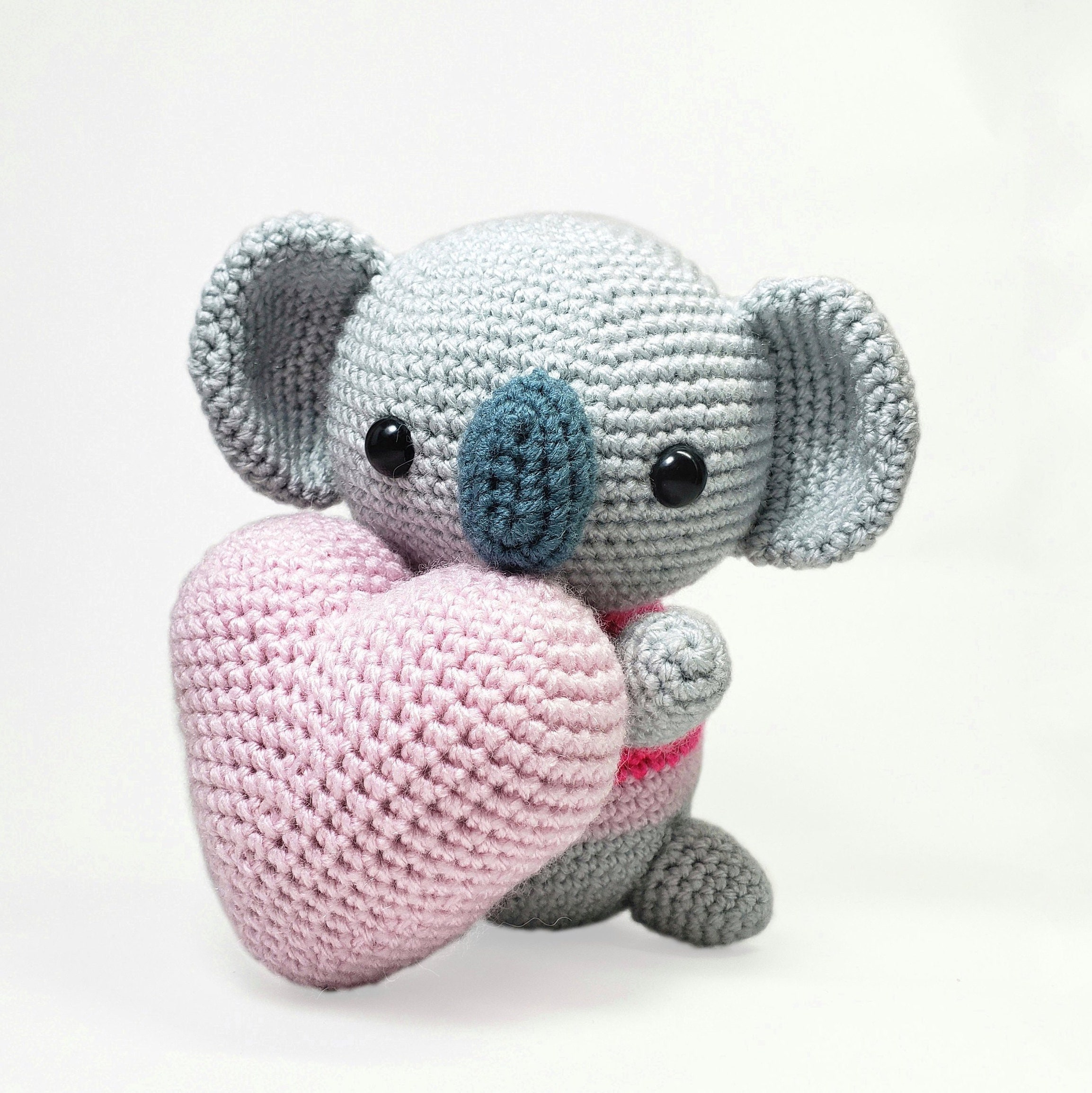 Amigurumi koala with heart pattern | Crochet patterns amigurumi ... | 2309x2307
