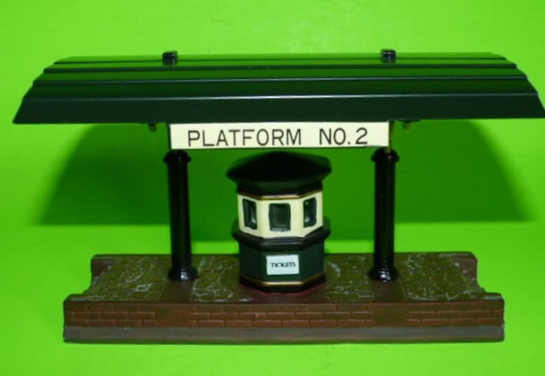 DEPARTMENT 56 Heritage Village Collection Victoria Station Train Platform  #5575-1