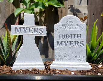 Judith and Michael Myers Headstone Set Garden Markers || Horror Gothic Home Decor Goth Grave Tombstone Halloween Cake Topper || 3D Print