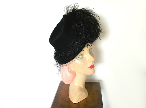 Vintage 1940's Black Tilt Topper Hat w/ Feathers~