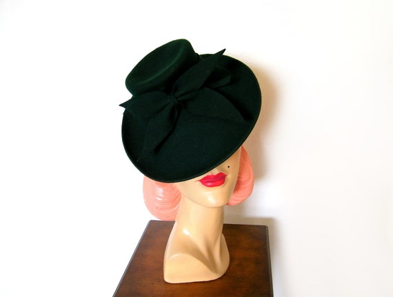 Vintage 1940's Forest Green Tilt Hat ~