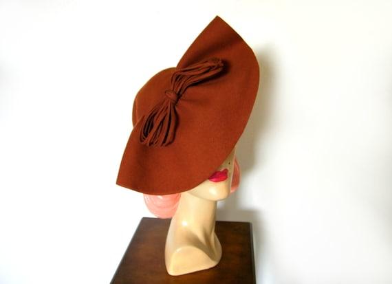 Vintage 1940's Cinnamon Halo Tilt Hat ~