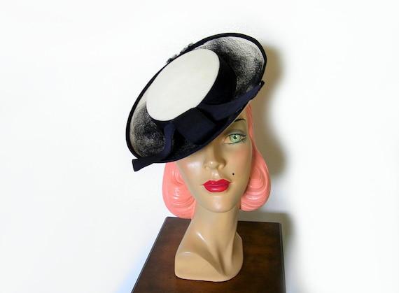 Vintage 1940's Cream/Navy Tilt Hat~